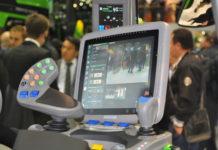 Mit der zunehmenden Verbindung von Geräten werden unzählige Anwendungen möglich. Der Monitor für die Traktorkabine wird dabei zur multifunktionalen Bedieneinheit.