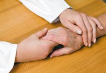 Die neue Selbstversicherung bietet einen Krankenversicherungsschutz für pflegende Angehörige.