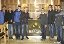 Die interessierten Jungwinzer aus dem nordwestlichen Weinviertel trafen erstmals  zusammen und machten unterer anderen am Weinbaubetrieb Berger in Röschitz Station.