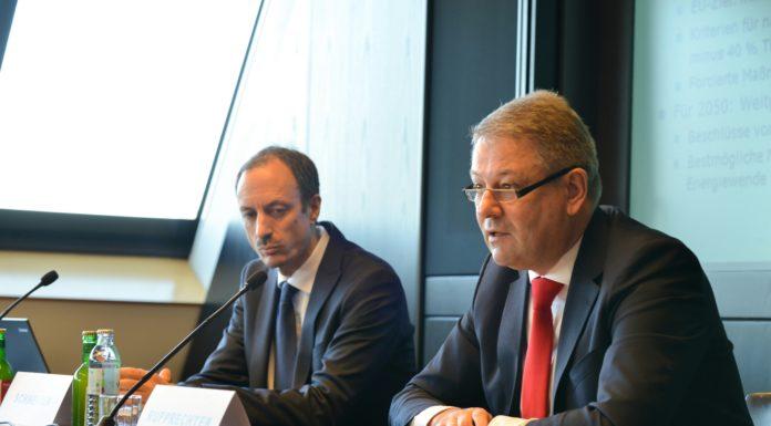 Klimaexperte Jürgen Schneider (l.) und Umweltminister Andrä Rupprechter präsentierten die Treibhausgas-Bilanz 2014.