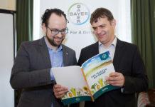 """Nils Bauer und Karl Neubauer von Bayer CropScience: """"Unseren Innovationsanspruch möchten wir mit neuen Produkten"""