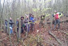 LR Benger (r.)  mit Mitgliedern des Waldpflegevereins.