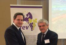 Arev-Präsident Sergio Chiamparino (r.) und Weinbaupräsident Johannes Schmuckenschlager