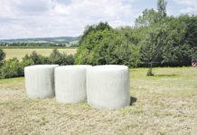 Mindestens zwei Lagen Netz und sechs Lagen Stretchfolie - der Qualitätssicherung des Futters zuliebe.