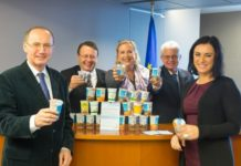 Erfolg beim Schulmilchprogramm: Elisabeth Köstinger (r.) mit der ÖVP-Delegation