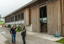 Die Tür zum Bauernhof und damit zum Arbeitsplatz öffnen