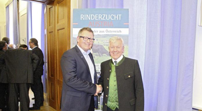 Stefan Lindner (l.) übernahm am 31. März 2016 von Anton Wagner das Amt des Obmanns der Zentralen Arbeitsgemeinschaft Österreichischer Rinderzüchter.