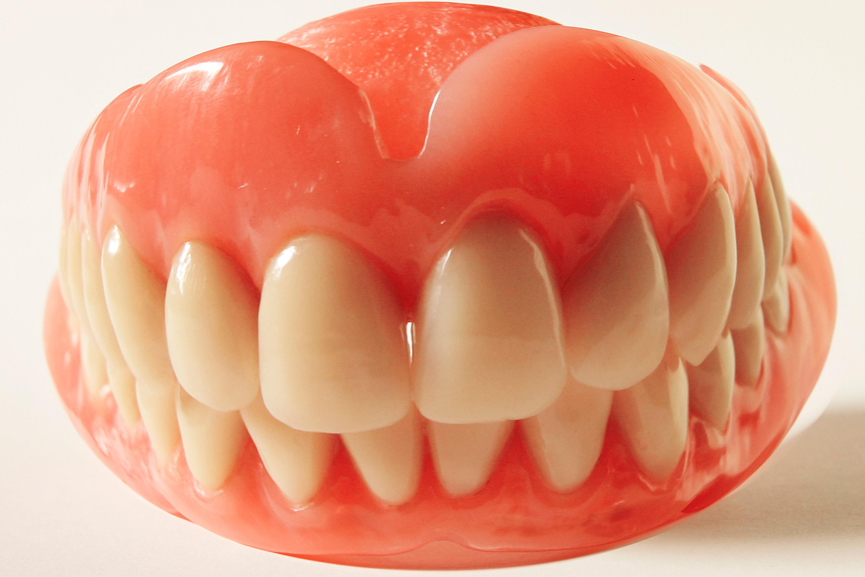 nachts mit den zähnen knirschen