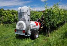 Gezogene Wein- und Obstbauspritze mit PSV Gebläse