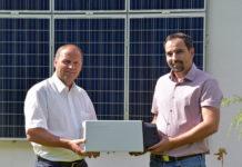 Thomas Becker (re.), Vorstand des Bundesverbandes PV-Austria, dankt LHStv. Josef Geisler für die Verlängerung der Stromspeicherförderung und sieht im Tiroler Modell eine österreichweite Vorbildwirkung.