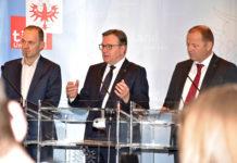 Präsident der Landwirtschaftskammer Tirol Josef Hechenberger, LH Günther Platter und Bauernbundobmann LHStv. Josef Geisler präsentierten die Maßnahmen für ein Miteinander auf den Tiroler Almen.