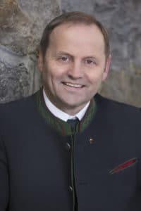 Tirols LHStv. Josef Geisler setzt sich für die Förderung des Wegenetzes ein.