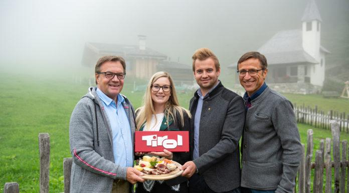 Die Almwirtschaft ist ihnen ein Anliegen: Landeshauptmann Günther Platter, TJB/LJ-Landesleiterin Stephanie Hörfarter, TJB/LJ-Landesobmann Dominik Traxl und Josef Margreiter, Geschäftsführer der Lebensraum Tirol Holding.